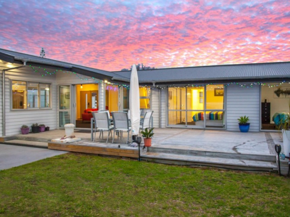 100 Riverview Rd, Whangamata